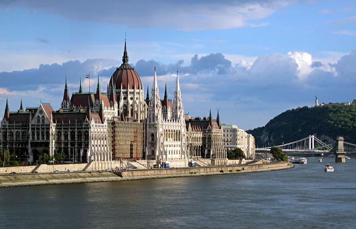 Gửi vận chuyển hàng đi Hungary bằng đường biển hàng không